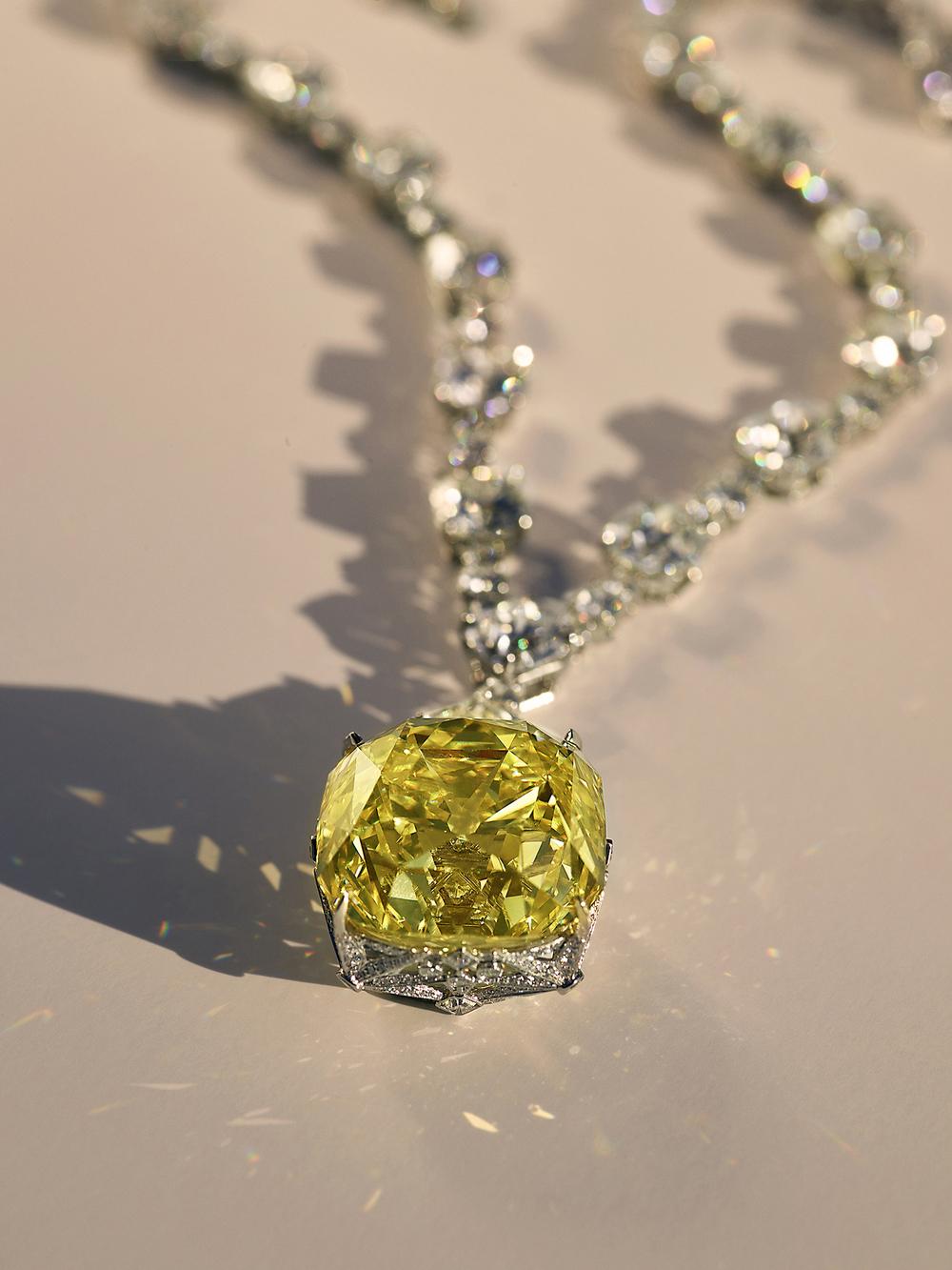Viên kim cương vàng Tiffany