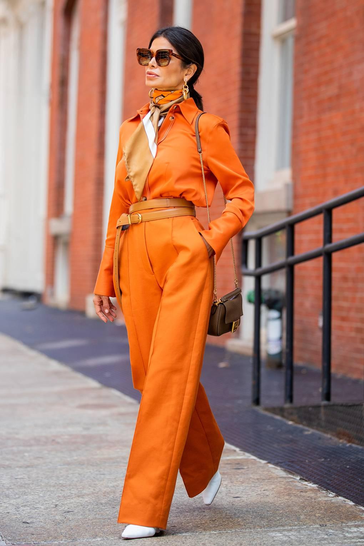 Áo liền quần màu cam bí ngô