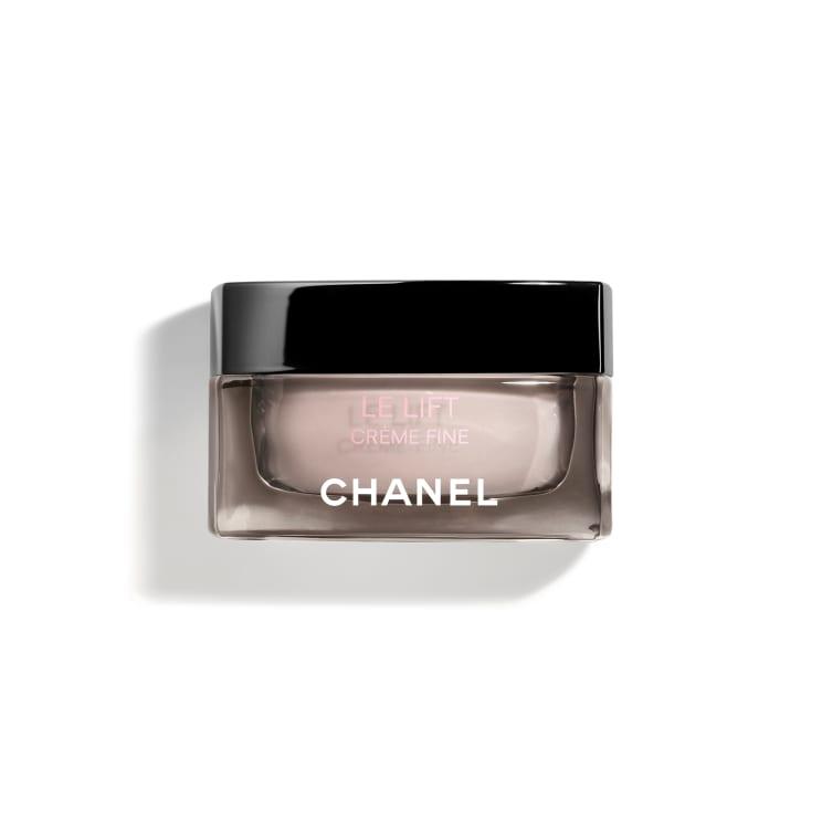 Hạn chế hút ẩm ngược khi dùng hyaluronic acid cùng Chanel Le Lift Crème