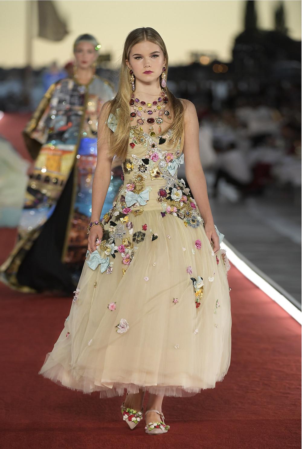 Emmeline Bale show diễn Dolce & Gabbana