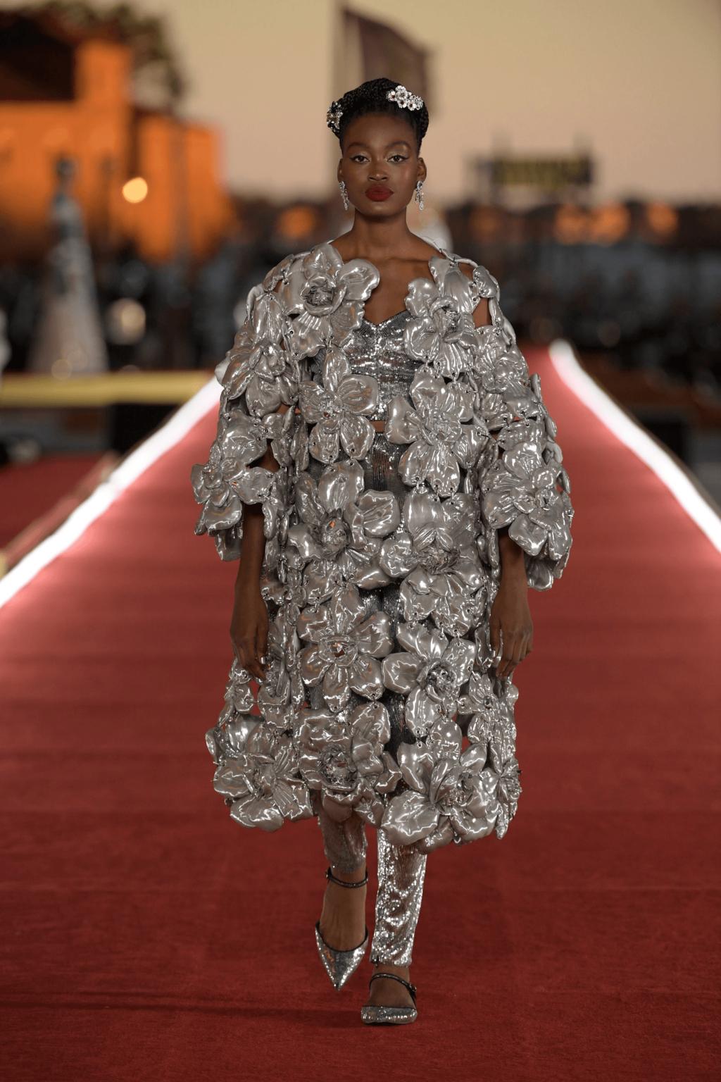 Dolce & Gabbana thiết kế đầm hoa kim loại
