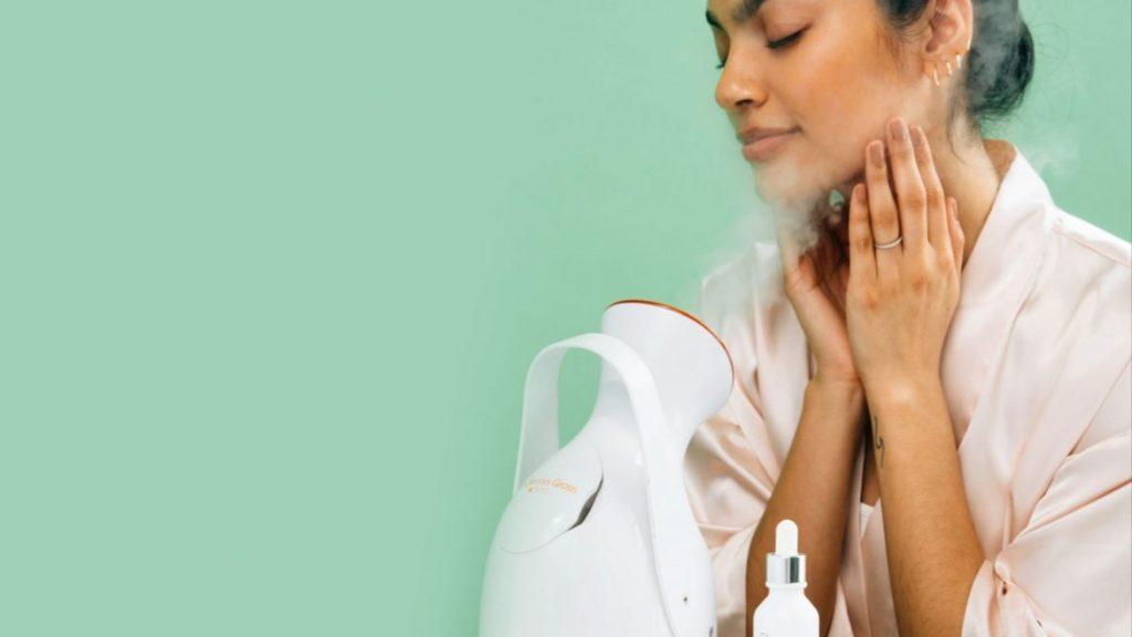 Sử dụng tinh dầu đinh hương để xông mặt.