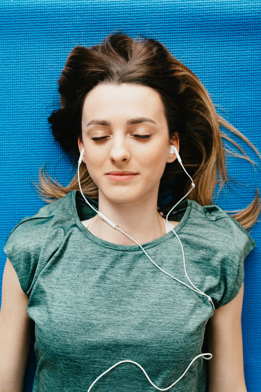 Đeo tai nghe thường xuyên ảnh hưởng đến sức khỏe đôi tai