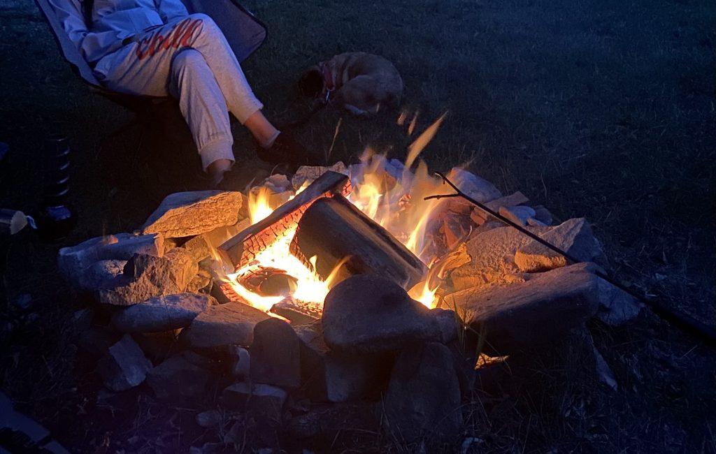 Canada bếp lửa trại