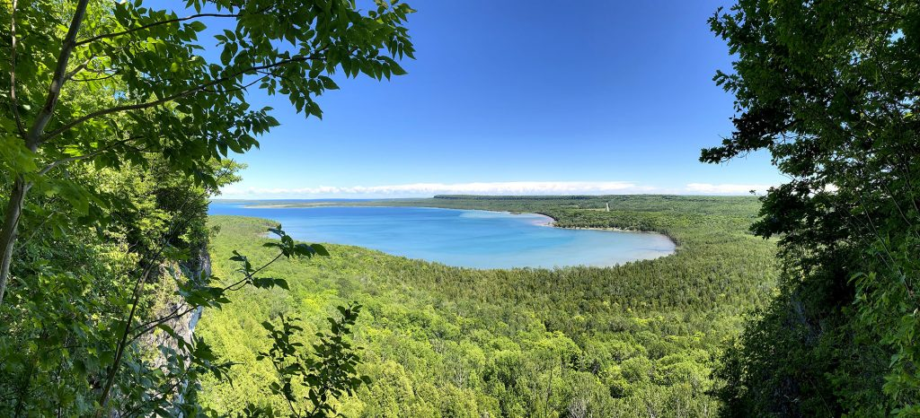 Canada hồ nước xanh mùa hè