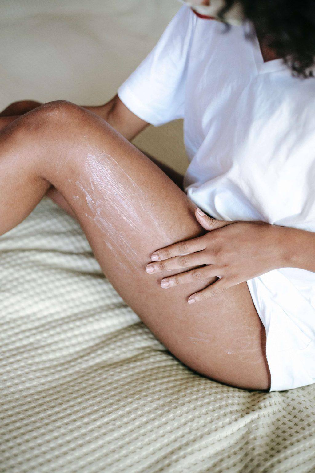 Dưỡng ẩm là cách để ngăn ngừa viêm nang lông.