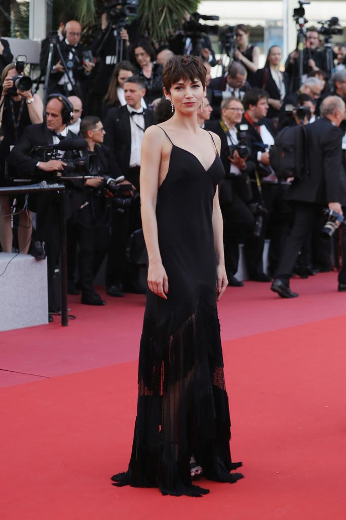 Ursula Corbero tham dự  khai mạc LHP Cannes lần thứ 71
