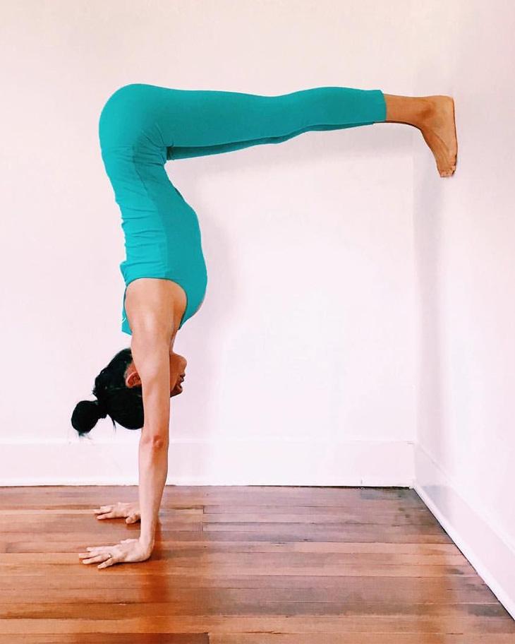 Tư thế yoga trồng chuối chữ L cho người mới
