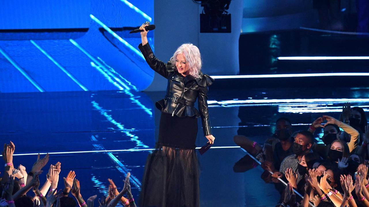 Cyndi Lauper trong MTV VMAs