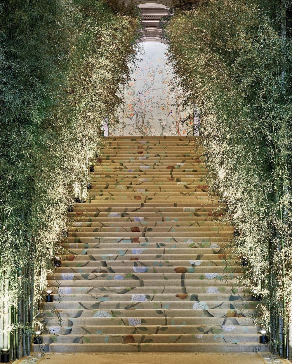 cận cảnh cầu thang met gala