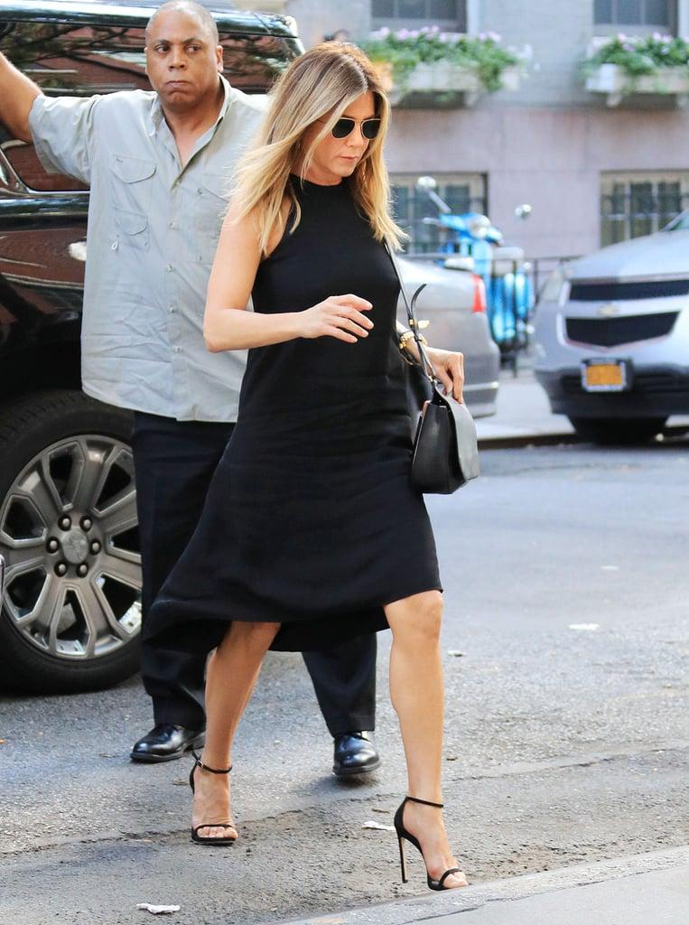Jennifer Aniston LBD cổ yếm