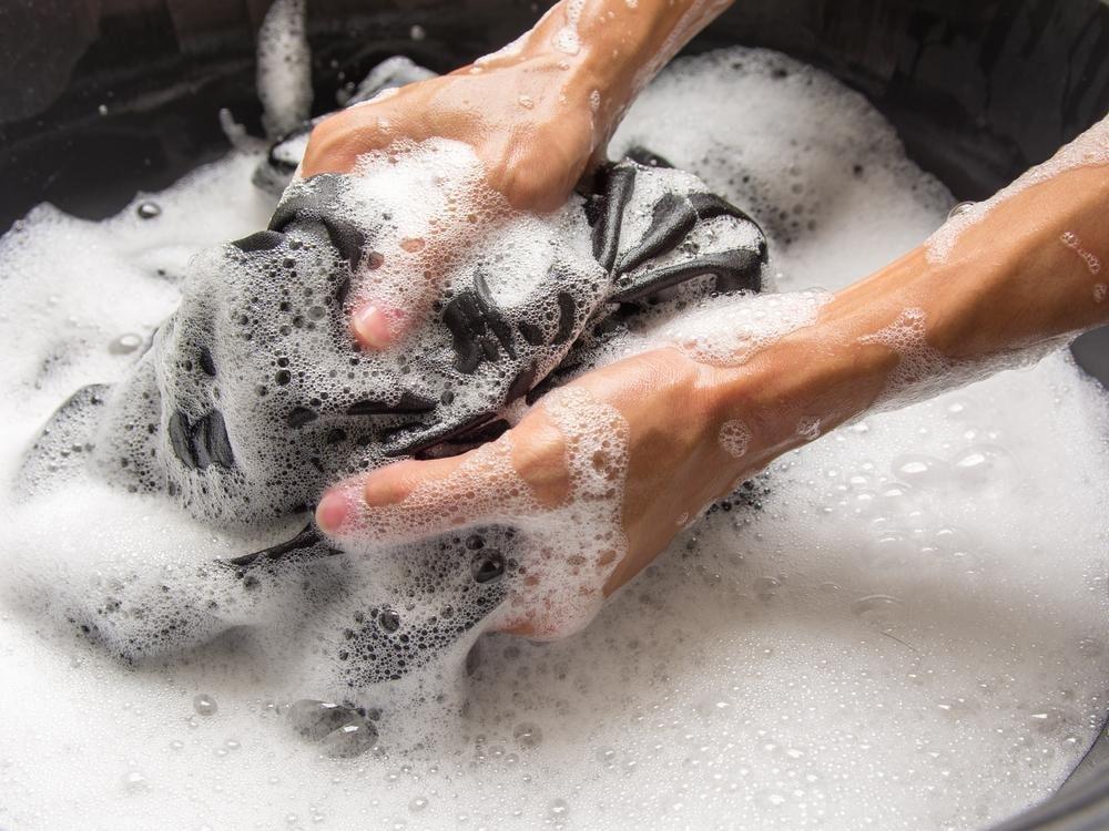 Giặt đồ bằng tay