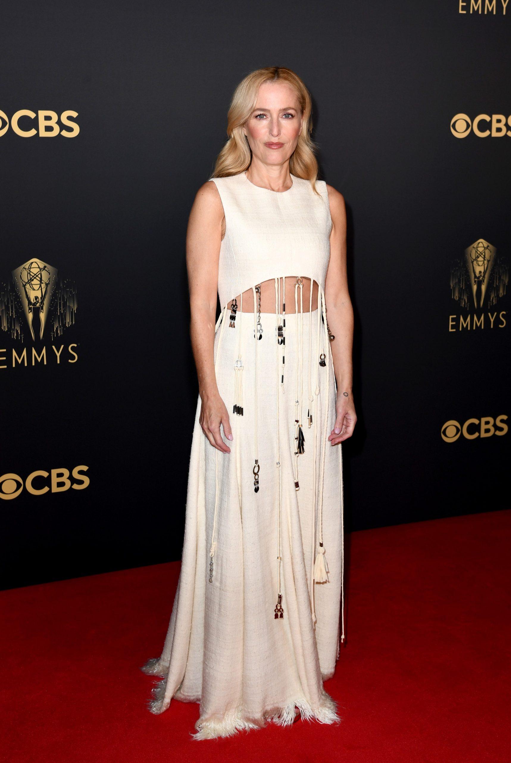 Thảm đỏ Emmy 2021 Gillian Anderson
