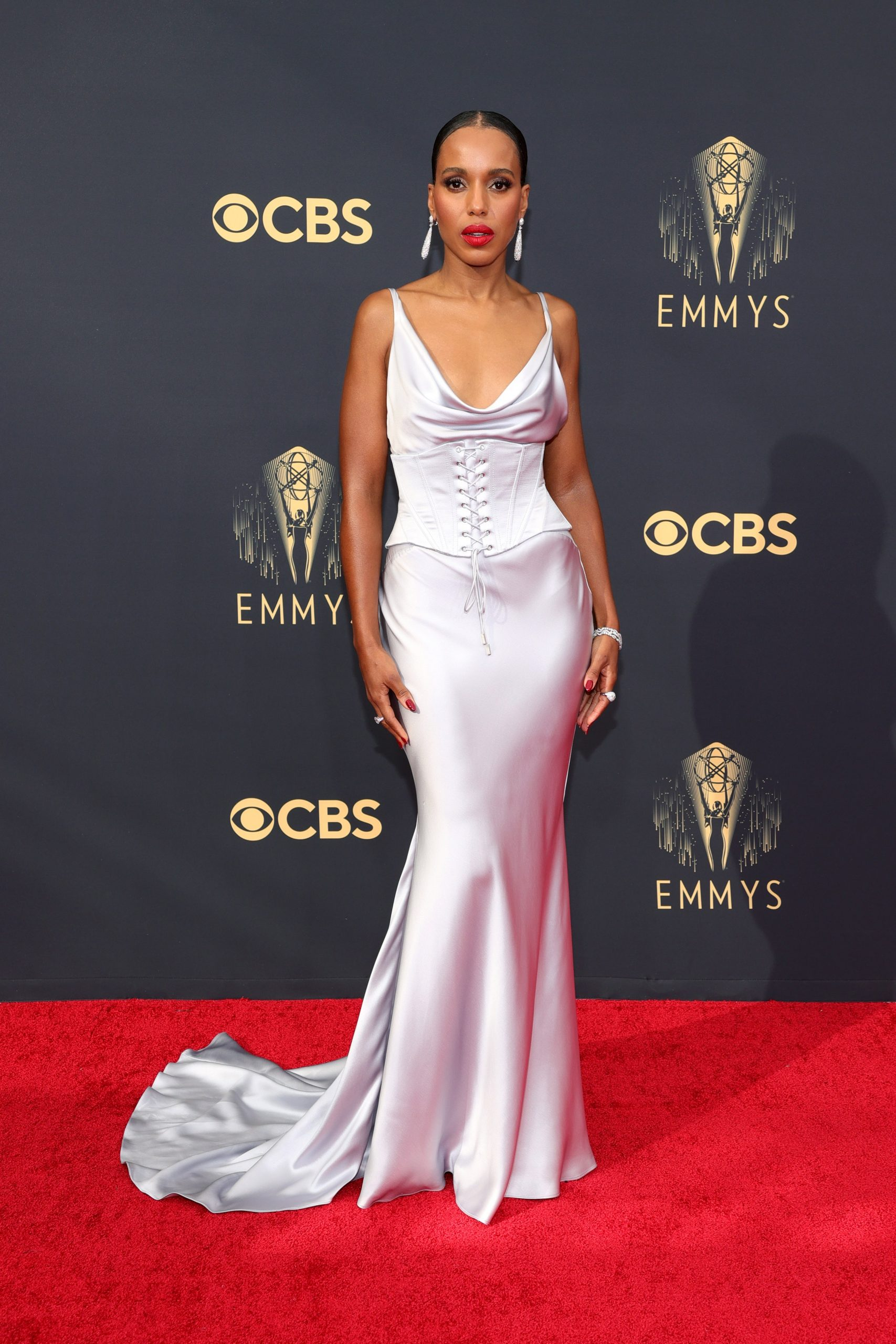 Kerry Washington thảm đỏ Emmy 2021