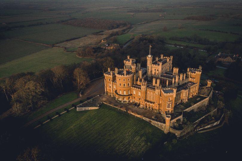 lâu đài trong the crown