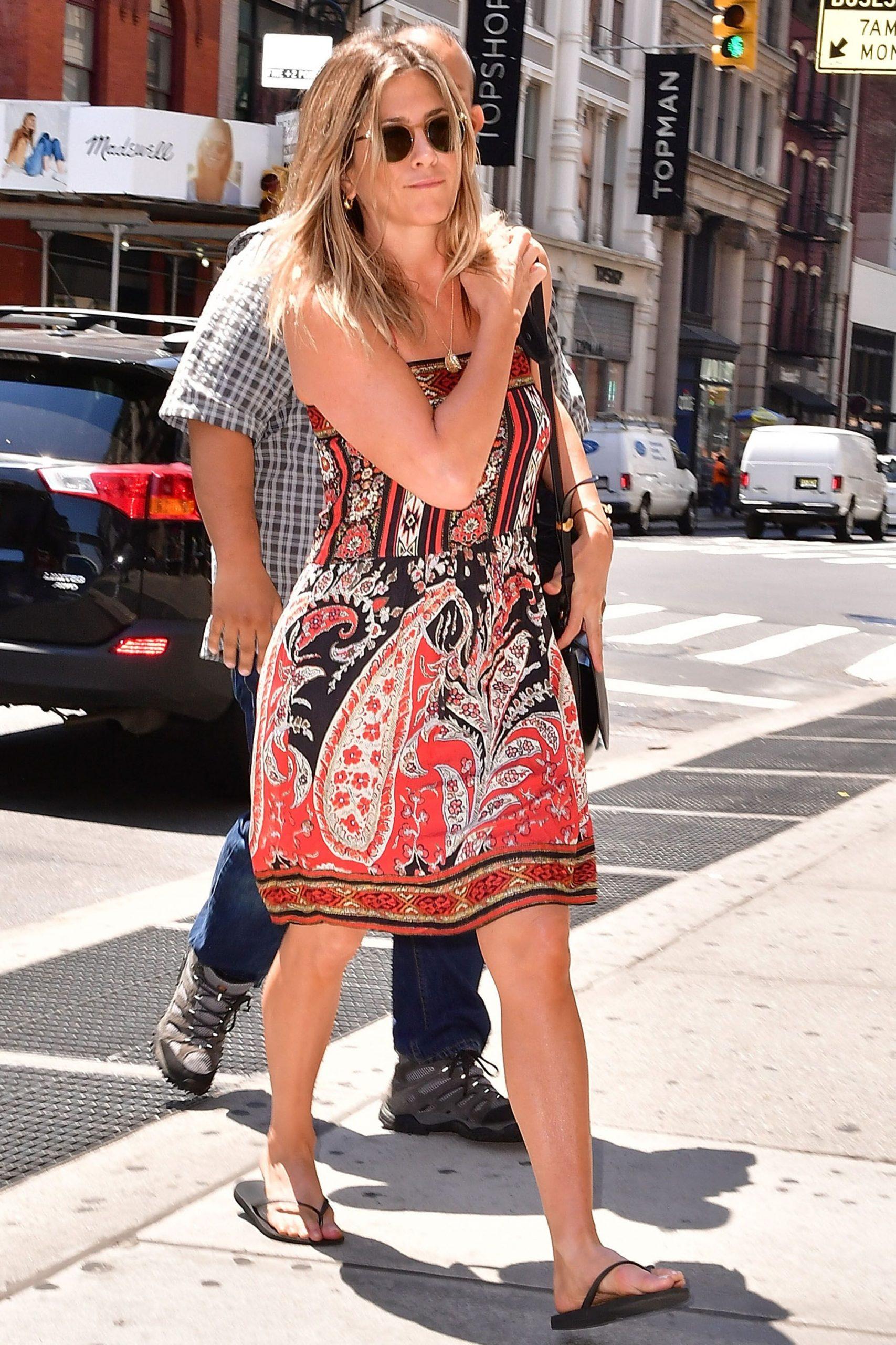 Jennifer aniston đầm hoạ tiết Paisley