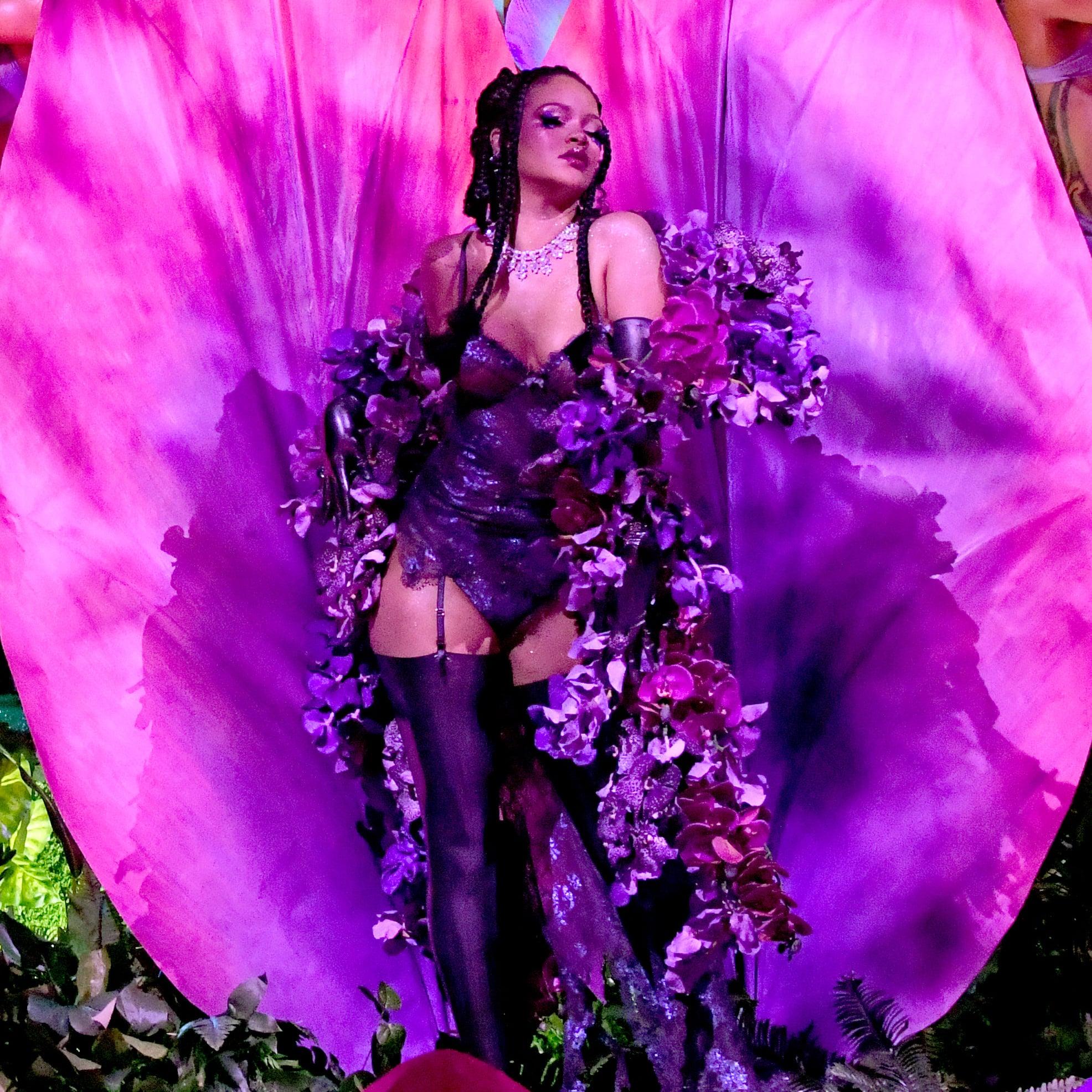 Rihanna set đồ hoa lan