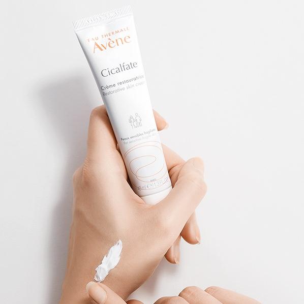 Tái tạo da tổn thương, nhạy cảm bằng các thành phần phục hồi hàng rào bảo vệ da.