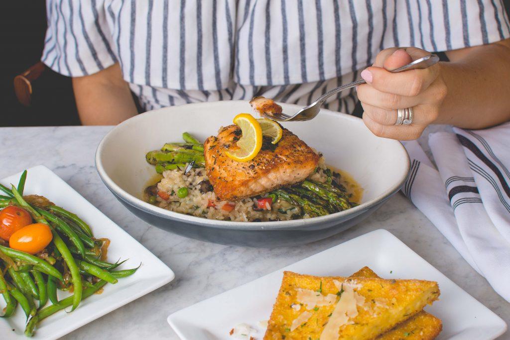 Cá hồi - thực phẩm giảm căng thẳng