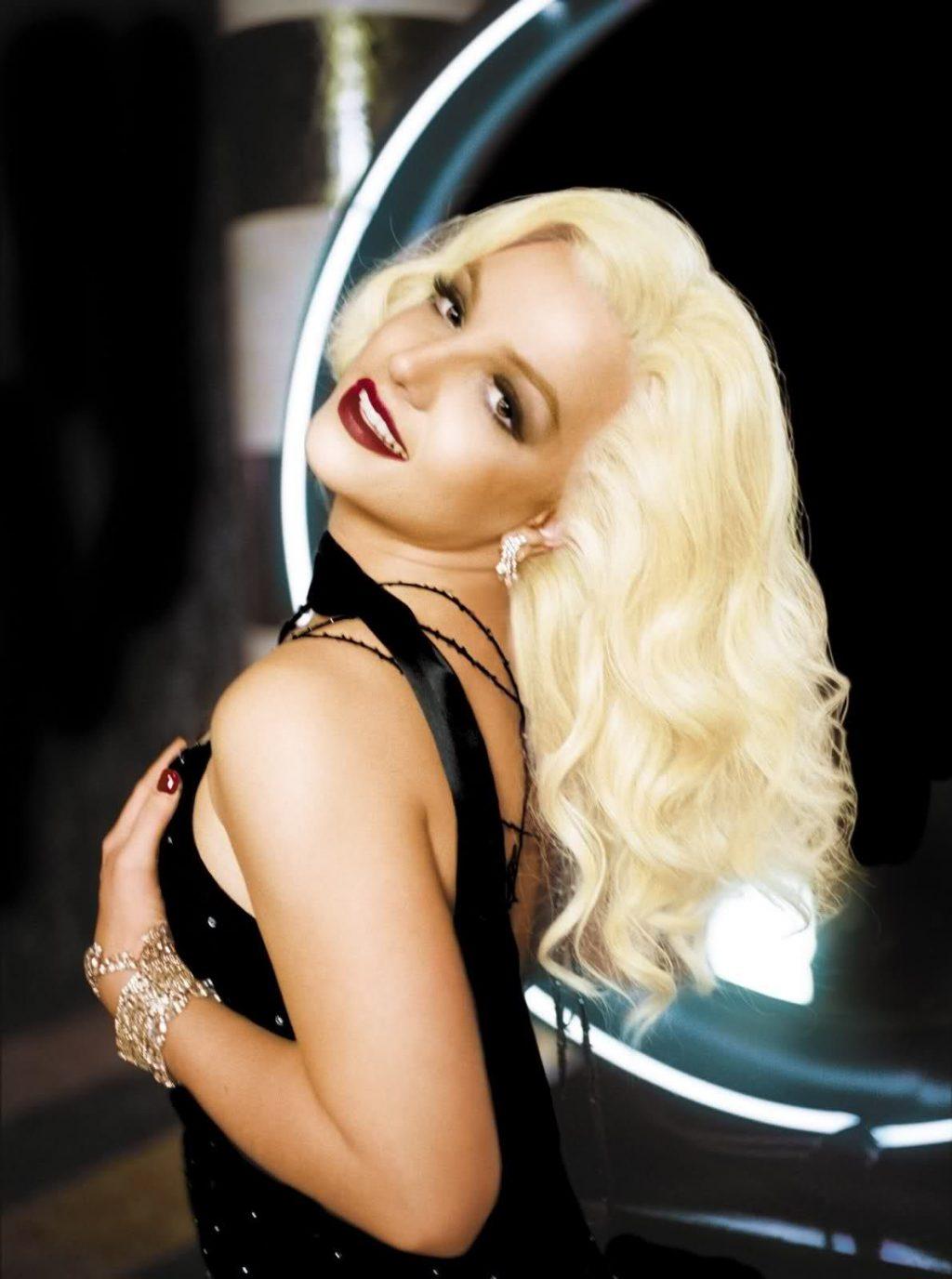 Britney Spears chụp ảnh cho tour Onyx.