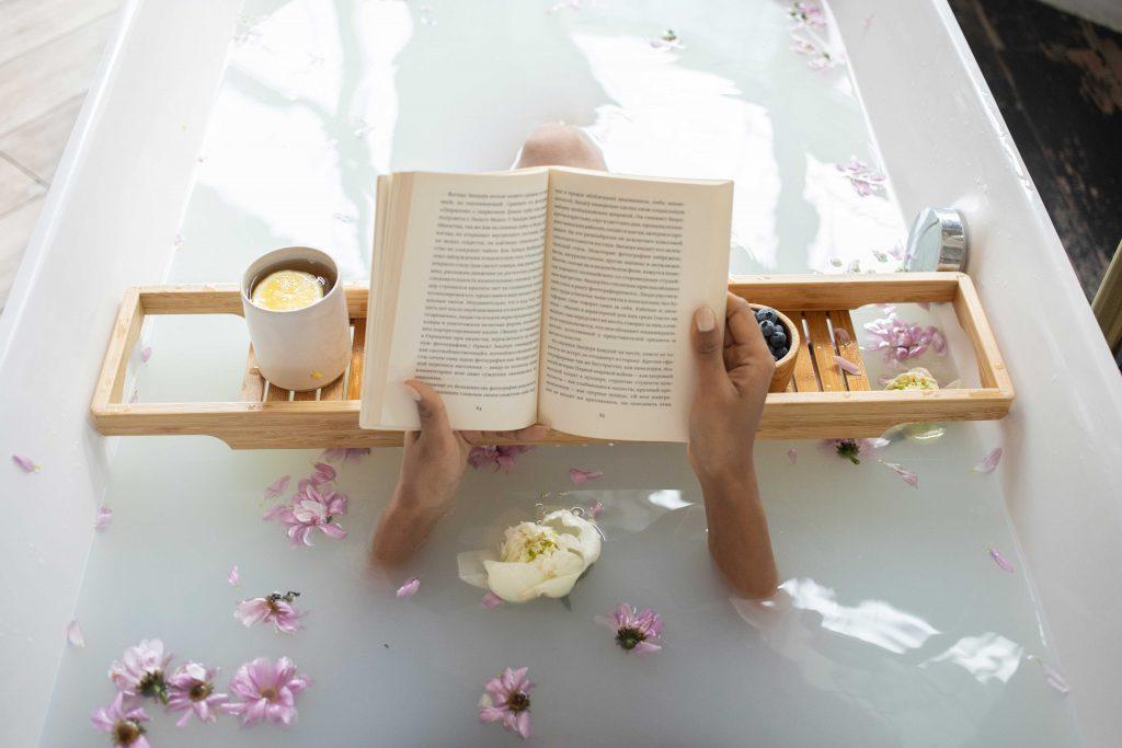 Cải thiện giấc ngủ bằng cách tắm nước ấm