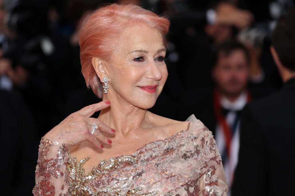 Helen Mirren tóc hồng.