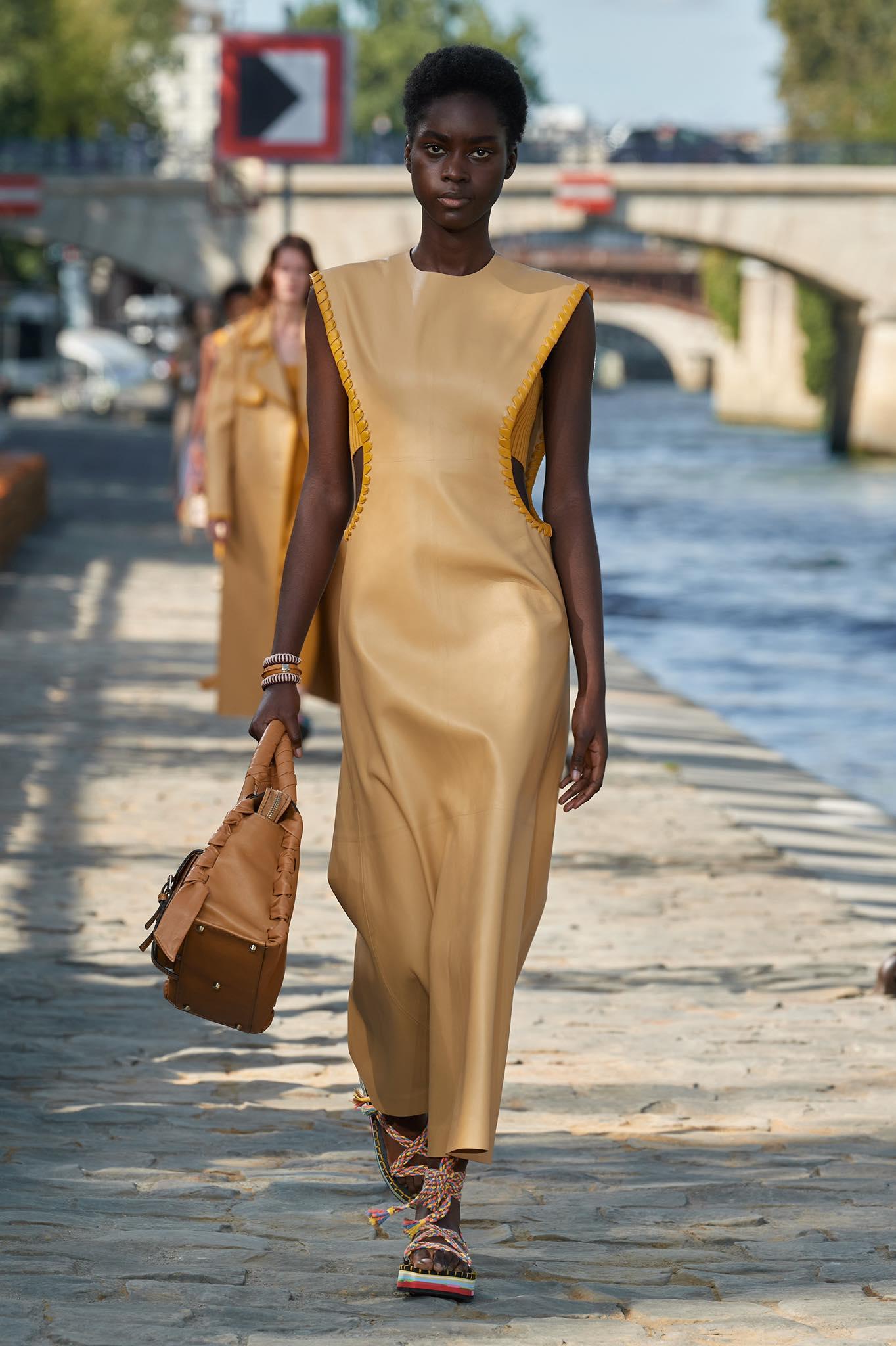 Chloé thời trang xuân hè 2022 look2