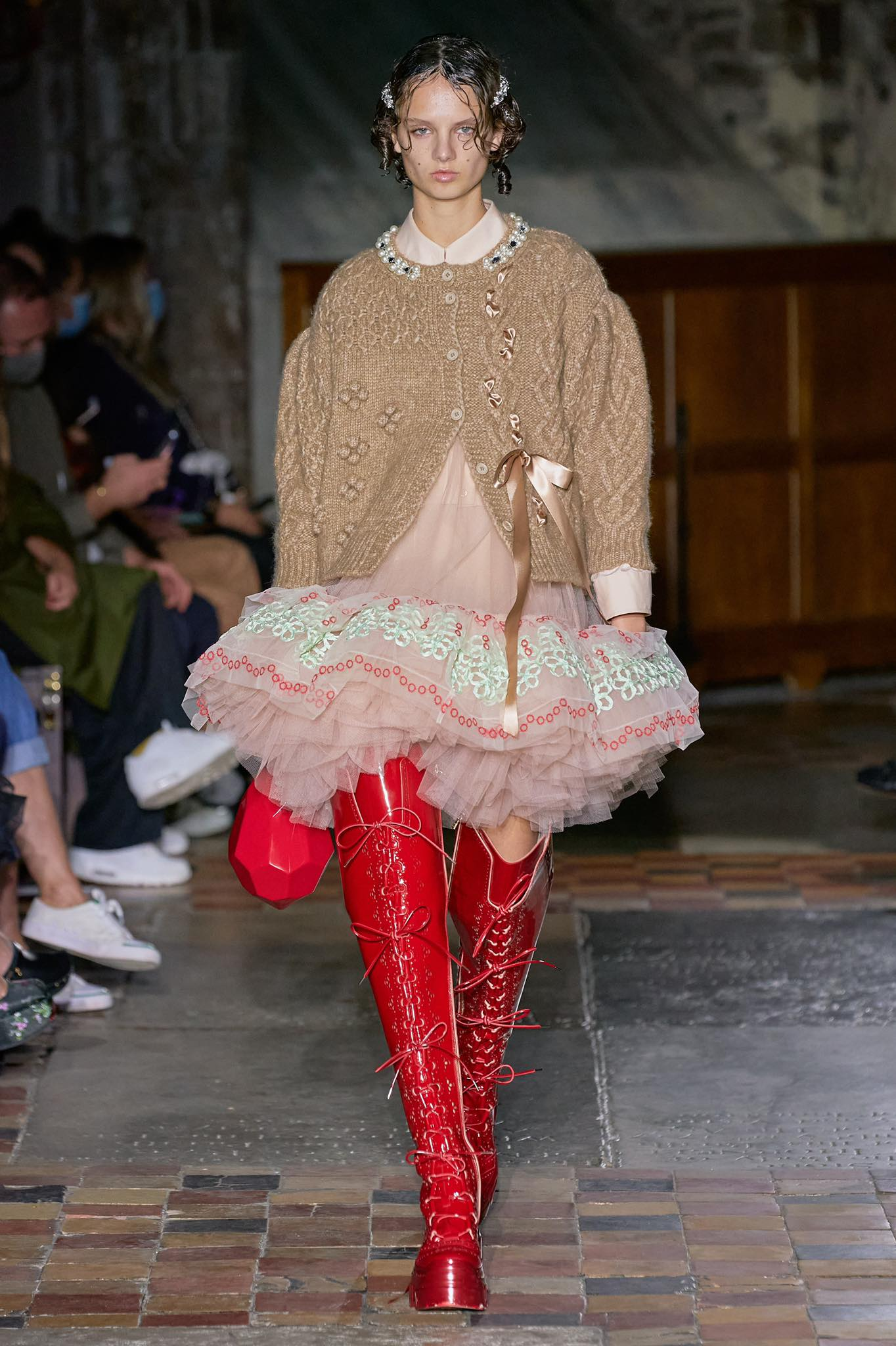 Simone Rocha thời trang xuân hè 2022 look1