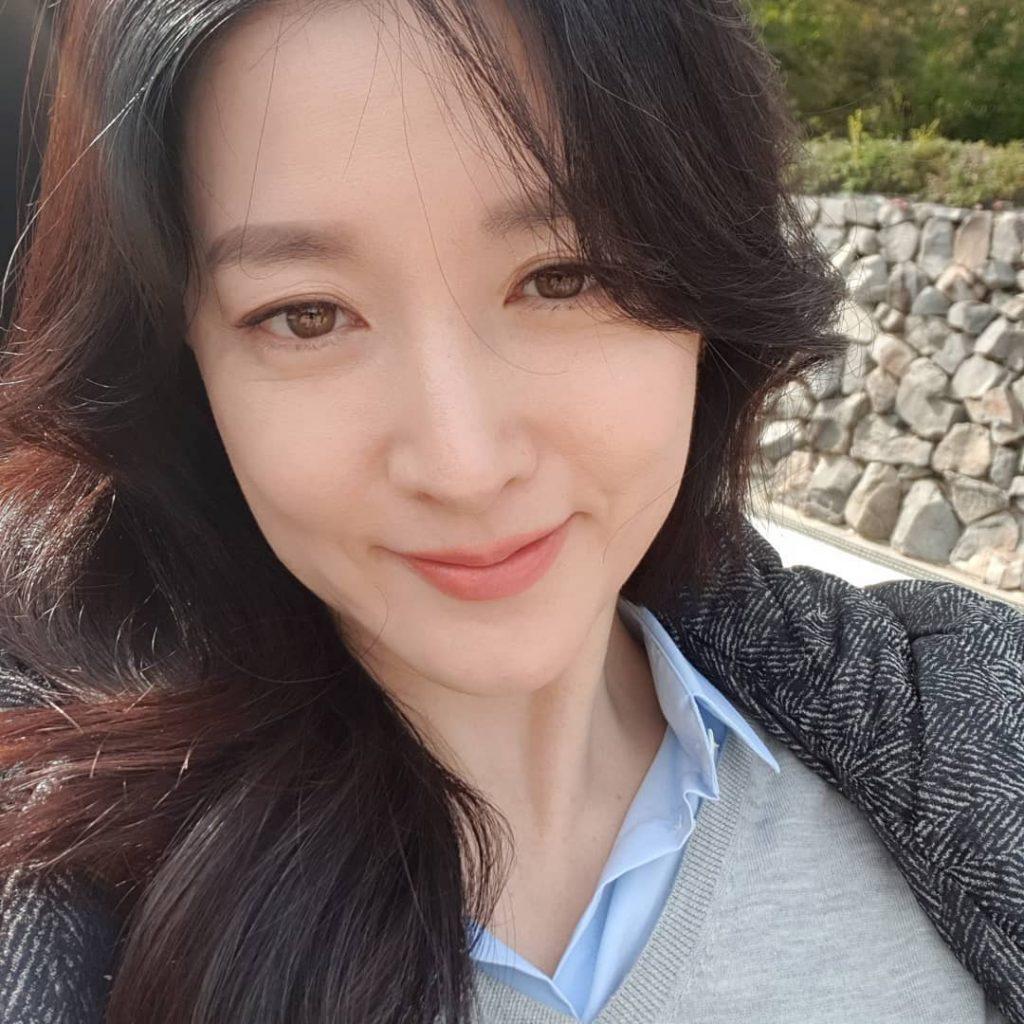 Lee Young Ae cùng làn da rạng ngời