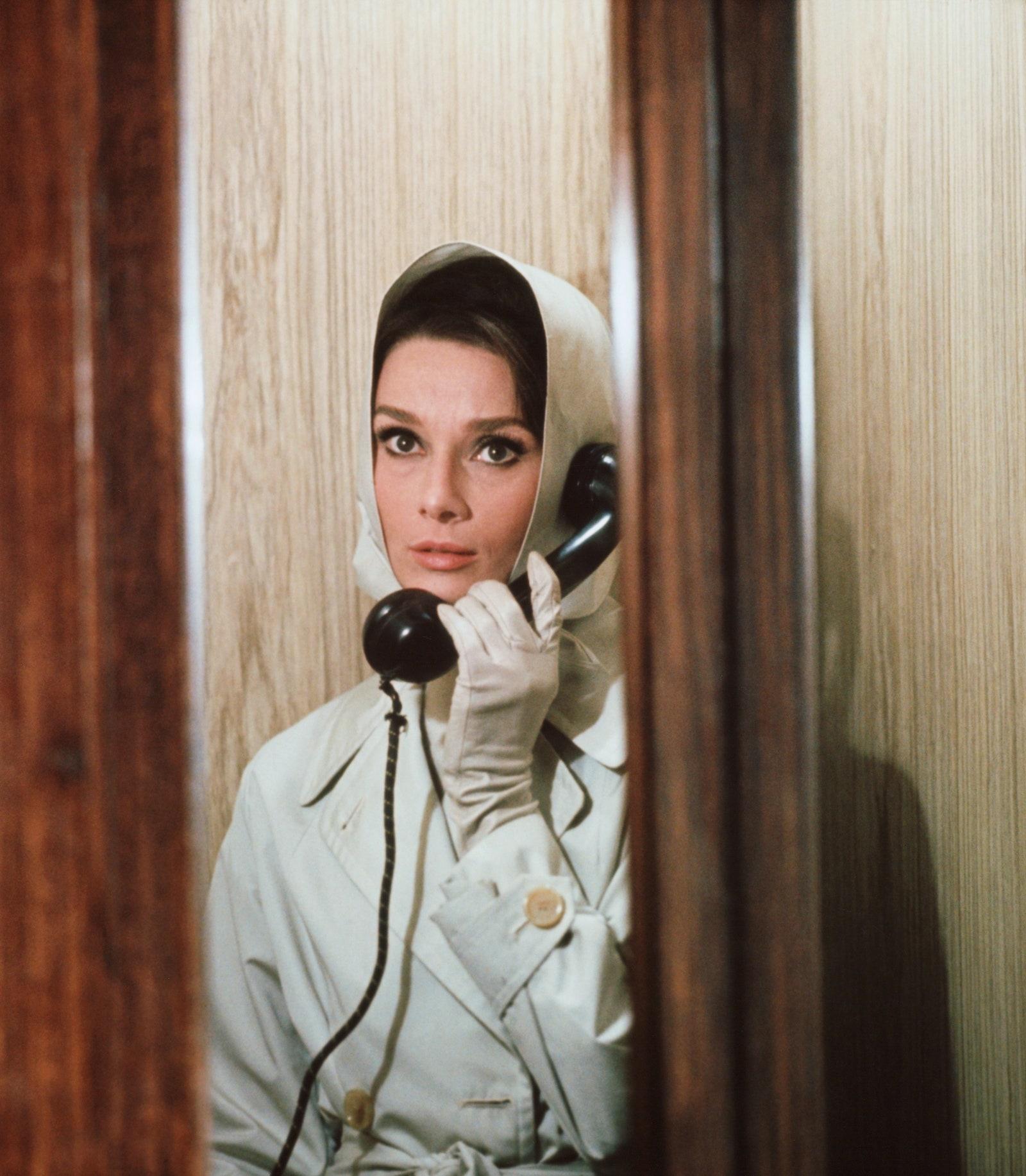 Nữ minh tinh Audrey Hepburn khăn lụa phụ kiện