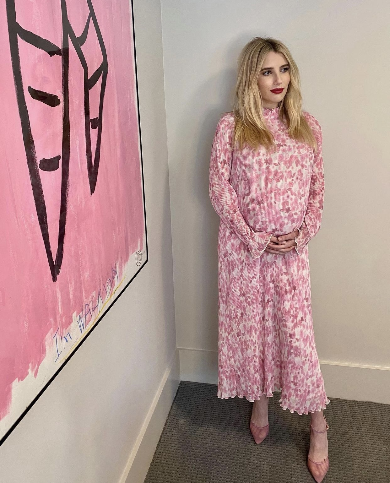 Emma Roberts và gu thời trang bầu