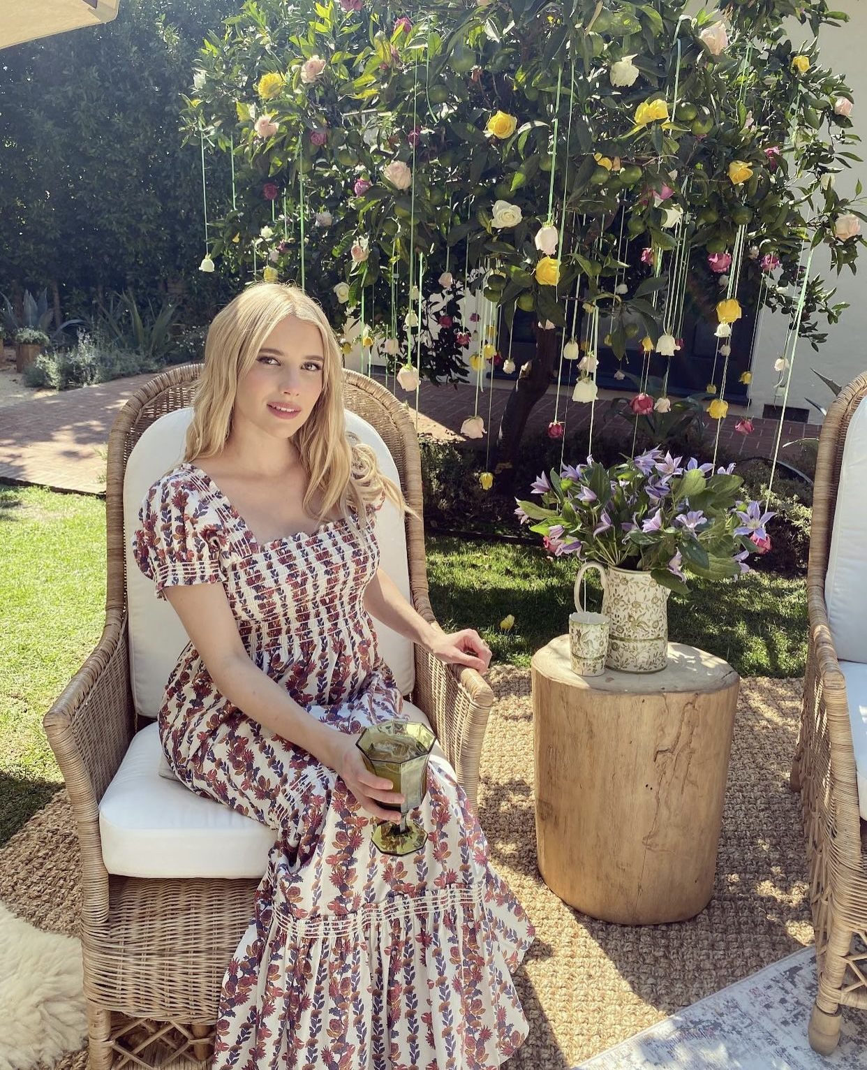 Emma Roberts wear maternity clothes